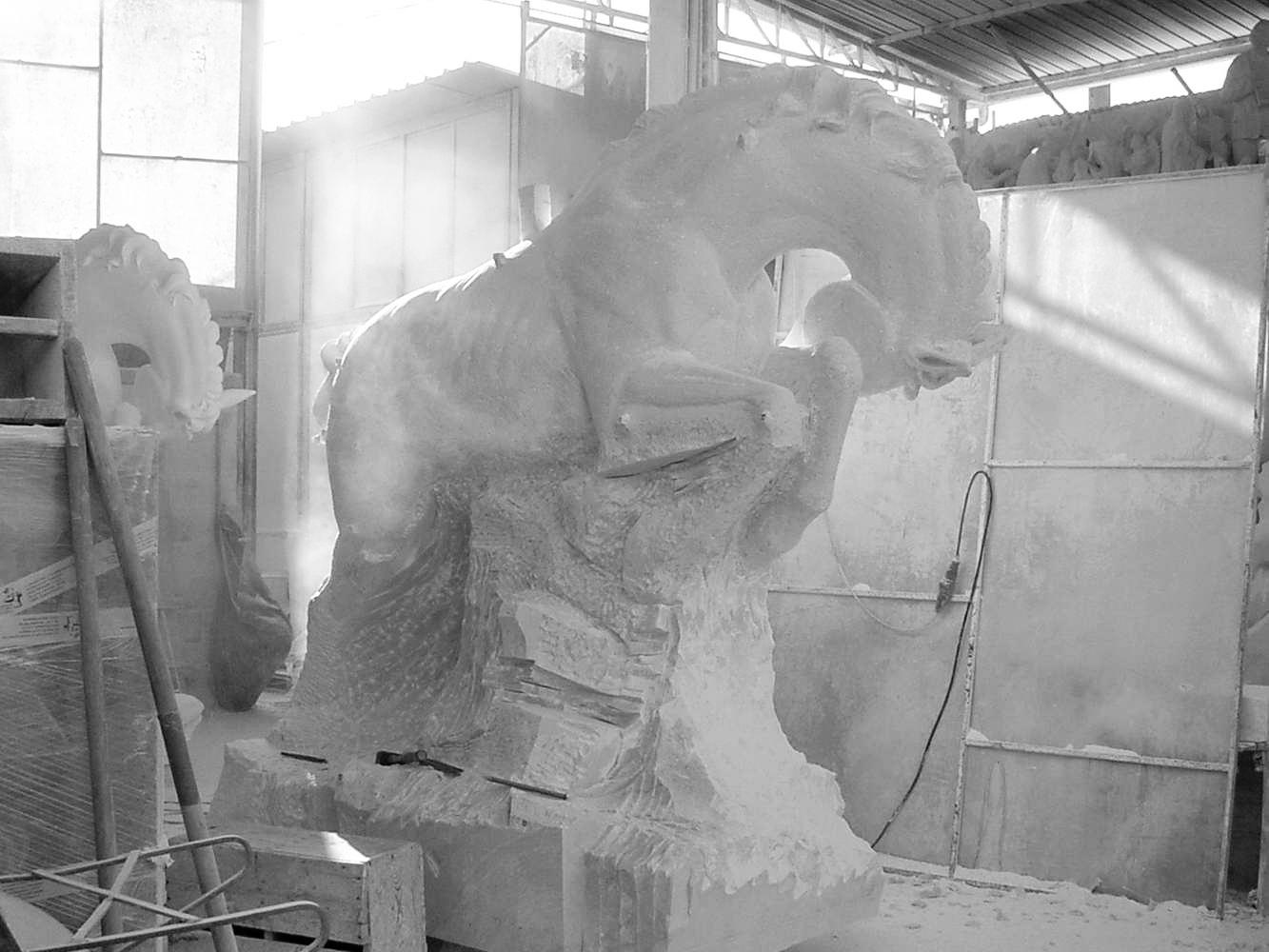 statua cavalli in marmo - scultura - 2