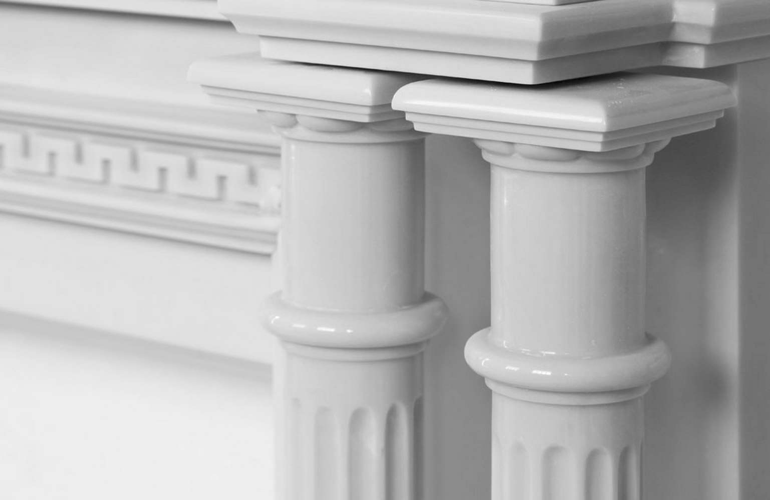 Camino in Marmo Bianco, colonne in marmo